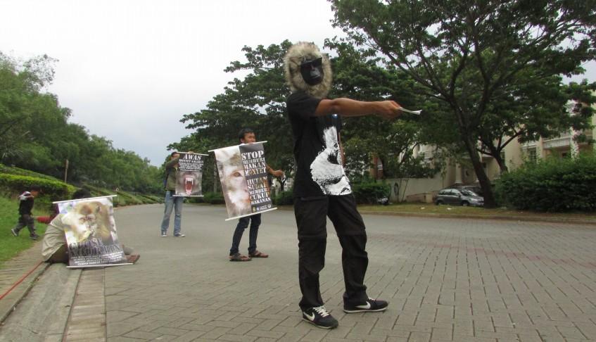 Kampanye 'Stop Memberi Makan Monyet' di kawasan Muara Angke