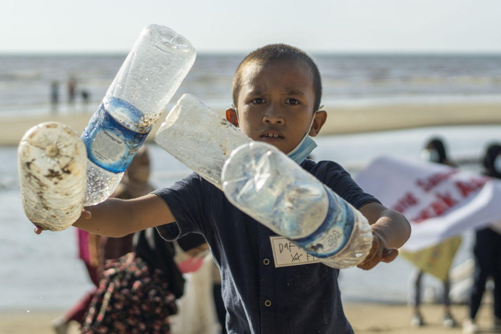 Aktif Mengurangi Sampah Plastik Dan Berdaur Ulang Bagi Masa Depan Bumi Yayasan Iar Indonesia